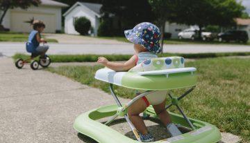 Dubak NEĆE pomoći da dete brže prohoda, ali može usporiti motorni razvoj