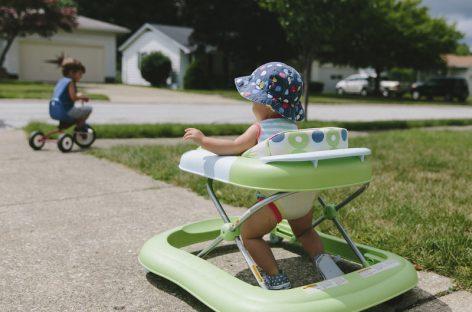 Дубак НЕЋЕ помоћи да дете брже прохода, али може успорити моторни развој