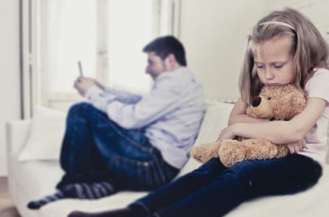 Седам знакова да су вас родитељи занемаривали у детињству