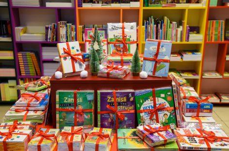 Manje slatkiša, a više knjiga neka nam donese Deda Mraz