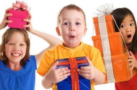 Научите их лепим манирима: Како да се дете лепо понаша у гостима и приликом примања поклона