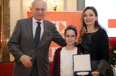 Učiteljica iz Kragujevca nagrađena plaketom za najplemenitiji podvig godine